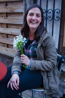 Sitting down for a rest in a stone alley of the old city, we noticed a woman with a lovely small bouquet of what must be wild garlic. Upon inquiring, we discover the delicate white flowers are that of Allium Ursinun. Bringing our noses to the tiny white petals, images of savoury dishes come to mind. A good sign indeed as we begin our journey this morning.